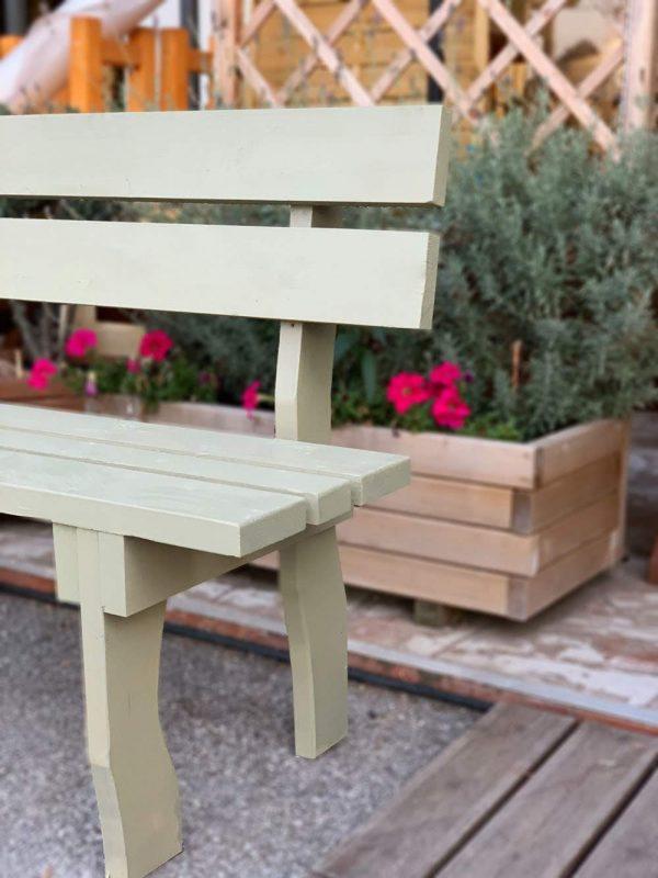khaki-bench-a